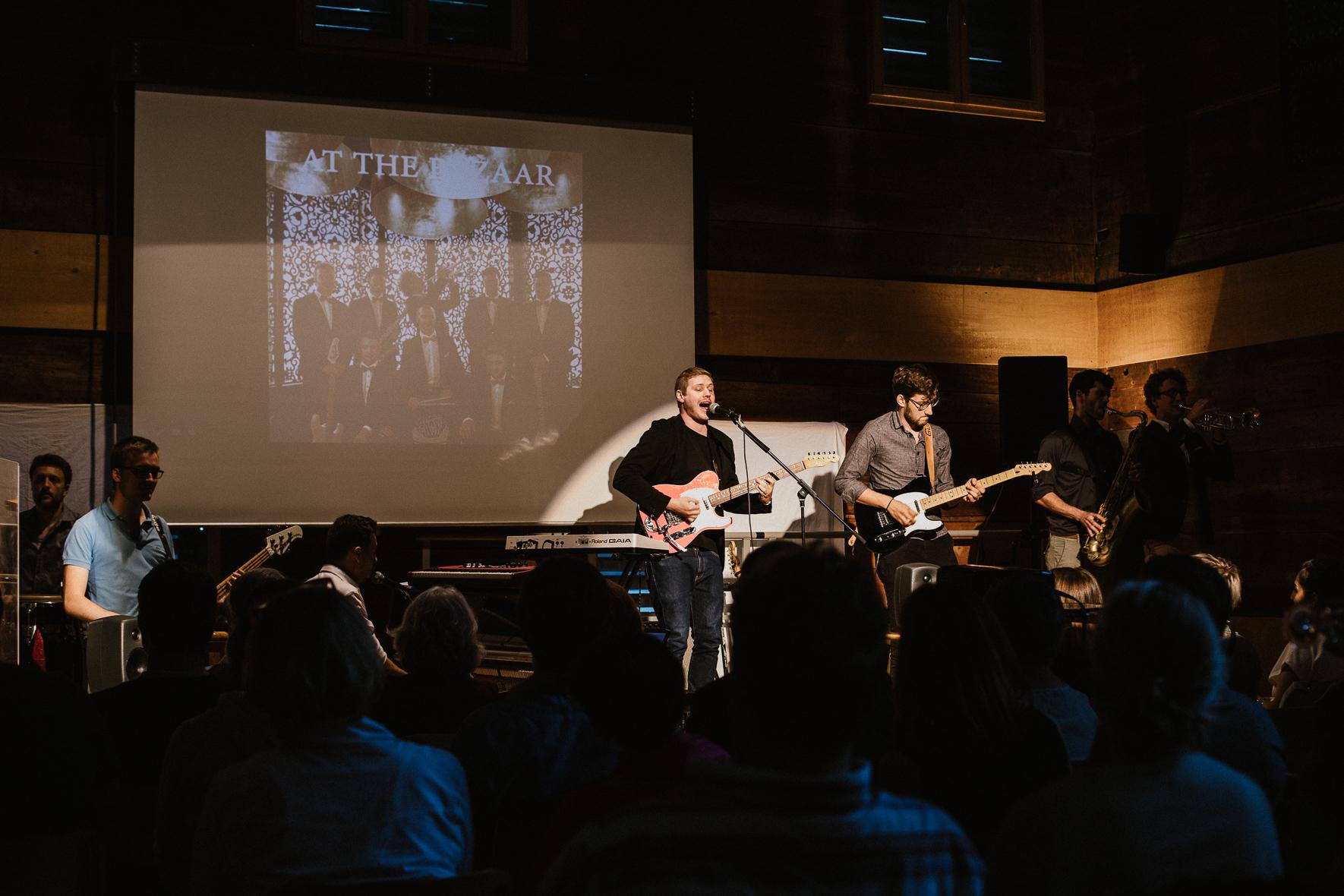 Vor viel Publikum präsentieren The Peppermint Tea Group an einem exklusiven Pre-Hearing ihr zweites Album «At the Bazaar» Foto: Naomi Wirth (www.naomisalome.com)